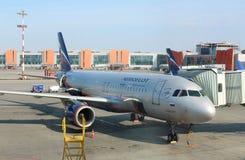 Samolot pasażerski Aerobus A320-200 Aeroflot Rosyjskie linie lotnicze w Sheremetyevo lotnisku międzynarodowym, Moskwa Zdjęcie Royalty Free