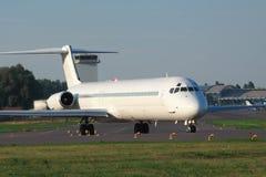 Samolot pasażerski na pasie startowym fotografia royalty free