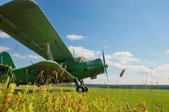 Samolot przy lotniskiem Fotografia Stock