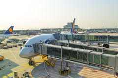 Samolot przygotowywający dla wsiadać Obrazy Royalty Free