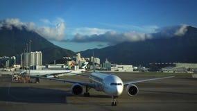 Samolot przyjeżdżający Hong Kong lotnisko międzynarodowe w Chek podołka Koka wyspie zbiory wideo