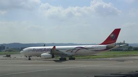 Samolot przyjeżdżający Tajwański lotnisko międzynarodowe zbiory wideo