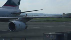 Samolot przyjeżdżający Tajwański lotnisko międzynarodowe zdjęcie wideo