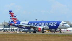 Samolot taxiing na pasie startowym zdjęcia royalty free