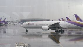 Samolot taxiing po lądować w Suvarnabhumi lotnisku zdjęcie wideo