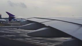 A380 samolot Thai Airways bieg na Narita lotniskowym pasie startowym przy Tokio, Japonia zbiory