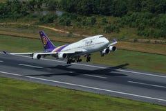 Samolot Thai Airways International Boeing 747-400 Powietrzny obrazy royalty free