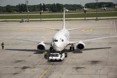 Samolot w Lotniskowym Kijów Zdjęcie Stock