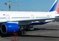 Samolot w lotnisku międzynarodowym Domodedovo Zdjęcia Royalty Free