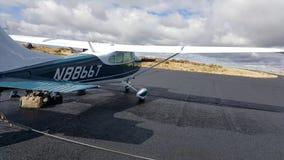 Samolot w pasie startowym Zdjęcia Royalty Free