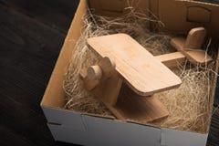 Samolot w prezenta pudełku Fotografia Royalty Free