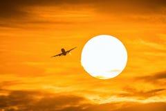 Samolot w wschodzie słońca Zdjęcia Stock