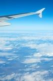 samolot widok błękitne niebo. Zdjęcie Stock