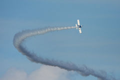 Samolot z dymem Zdjęcia Stock