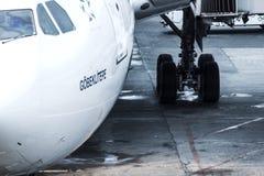 samolot zaparkował na lotnisko Zdjęcie Royalty Free