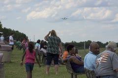 Samolot ziemie na pasie startowym przy Charlotte lotniskiem Zdjęcia Royalty Free