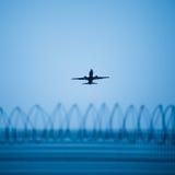 Samolotowa lewica lotnisko Obraz Royalty Free