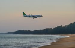 Samolotowy latanie nad piasek pla?? zdjęcie royalty free
