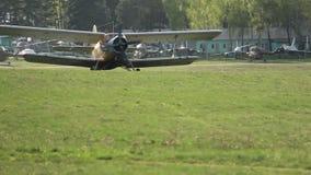 Samolotowy narządzanie dla start na pas startowy przejażdżkach, adwokat kukurydza, kukurydzany dorośnięcie/ zdjęcie wideo