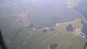 Samolotowy okno strzał, zadziwiający widok morze i miasteczko od samolotu, podróż powietrzem zbiory