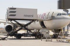 Samolotu cateringu pojazdu słuzyć Obrazy Royalty Free