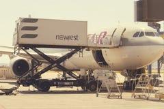 Samolotu cateringu pojazdu słuzyć Zdjęcia Stock