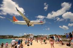 Samolotu lądowanie nad Maho plażą, ST Maarten Zdjęcie Stock