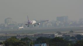 Samolotu lądowanie w Dhaka lotnisku Zdjęcie Royalty Free