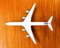 Samolotu model na drewnianym tle Zdjęcie Stock