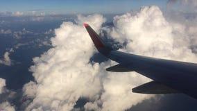 Samolotu skrzydło nad chmurami zbiory