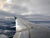 samolotu skrzydło przy wschodem słońca obrazy stock