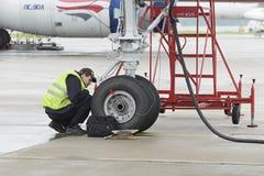 Samolotu Tupolev-204 rewolucjonistka Uskrzydla linii lotniczej w parking Obraz Royalty Free