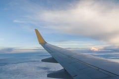 samolotu wysokości błękitny lota wysoki nieb skrzydło Zdjęcie Royalty Free