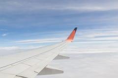 samolotu wysokości błękitny lota wysoki nieb skrzydło Obrazy Royalty Free