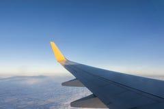 samolotu wysokości błękitny lota wysoki nieb skrzydło Obrazy Stock