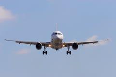 samolotu zbliżać się obraz stock