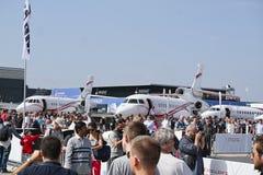 Samoloty parkujący przy spotkanie przestrzenią w Paryskim Le Bourget podczas przestrzennego międzynarodowego airshow i aeronautyk zdjęcia royalty free