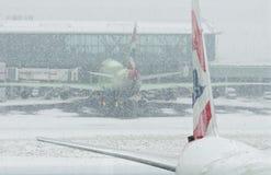 Samoloty przy śnieżycą Fotografia Royalty Free