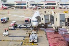 Samoloty przy Don Muang lotniskiem na Lipu 10, 2016 w Bangkok, Domesti Obraz Stock