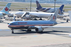 Samoloty przy Frankfurt Lotniskiem fotografia royalty free
