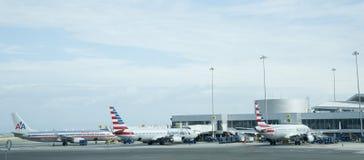 Samoloty przy lotniskiem Zdjęcie Royalty Free
