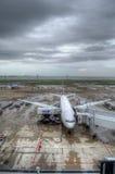 Samoloty przy Tokio Haneda lotniskiem Obrazy Stock