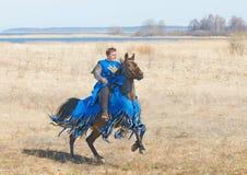 Αναβάτης πλατών αλόγου σε ένα άλογο Στοκ Εικόνες