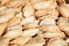 Πρόσφατα τηγανισμένα κουλούρια samosa Στοκ εικόνα με δικαίωμα ελεύθερης χρήσης