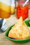 Samosa med kryddor Indiska bakelser Royaltyfri Foto