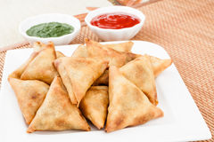 Samosa with Mint Chutney Royalty Free Stock Images