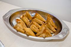 Samosas assaisonnés par Indien avec de la viande et le veg Photos libres de droits