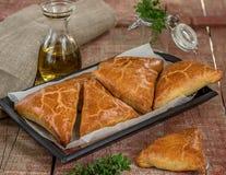 Samosas das tortas de carne com carne picada imagem de stock royalty free