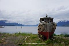 Samotna stara łódź rybacka Obrazy Royalty Free