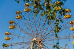 Samotne huśtawki w dziecka ` s parku Zdjęcia Royalty Free